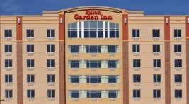 Exterior view of the Hilton Inn in Mankato, MN