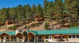 Exterior view of the Rock Crest Lodge in Custer, SD